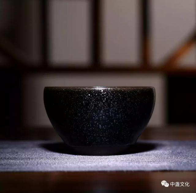 古代建盏主要用来斗茶,而现代主要用来品茶
