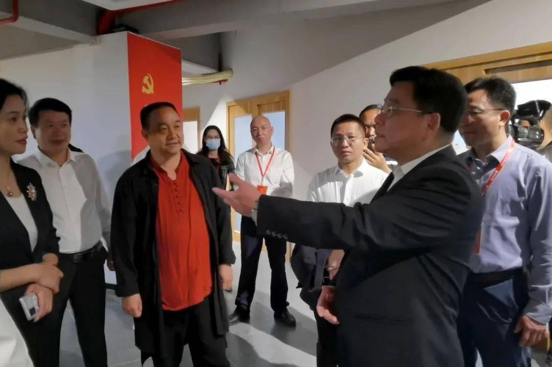 福建省商务厅厅长吴南翔一行到德化直播基地调研