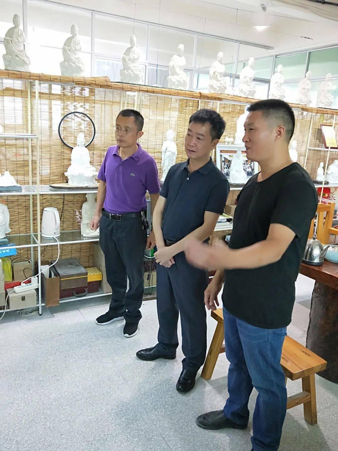 """德化县政府领导走访陶瓷艺术新秀,鼓励新秀争做""""三好""""大师"""