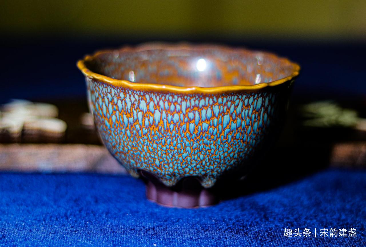 建盏喝茶,一定要做到细心、耐心、静心,如此能体会到真心和开心