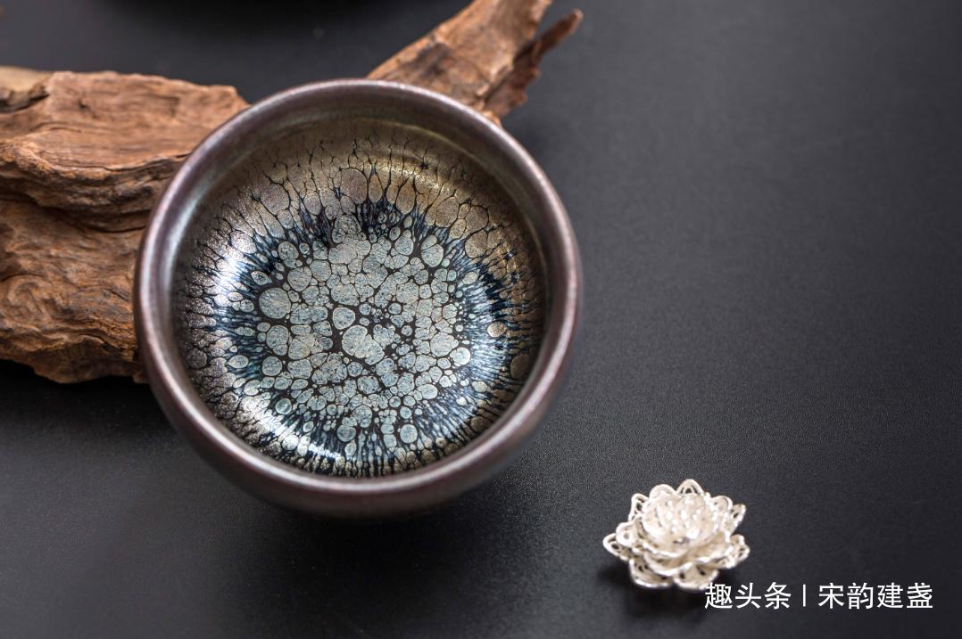 宋代建盏是如何烧制的?这颗瓷坛明珠的现状如何?什么又是茶变?