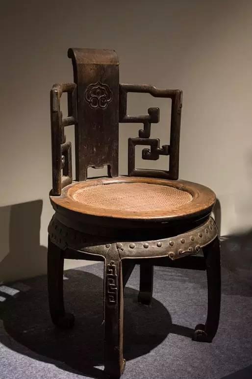 坐是一种本能的行为,却隐含着更为深邃的社会内涵