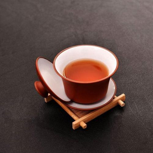 在寒冷的冬季里我们适合喝什么茶呢?