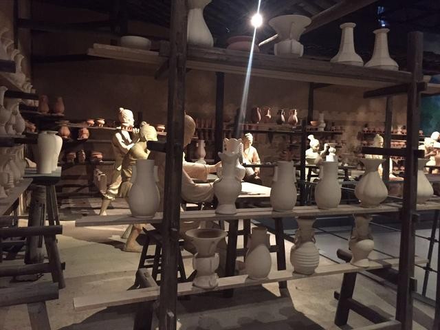 龙泉青瓷博物馆的这位哥们让我笑了半小时