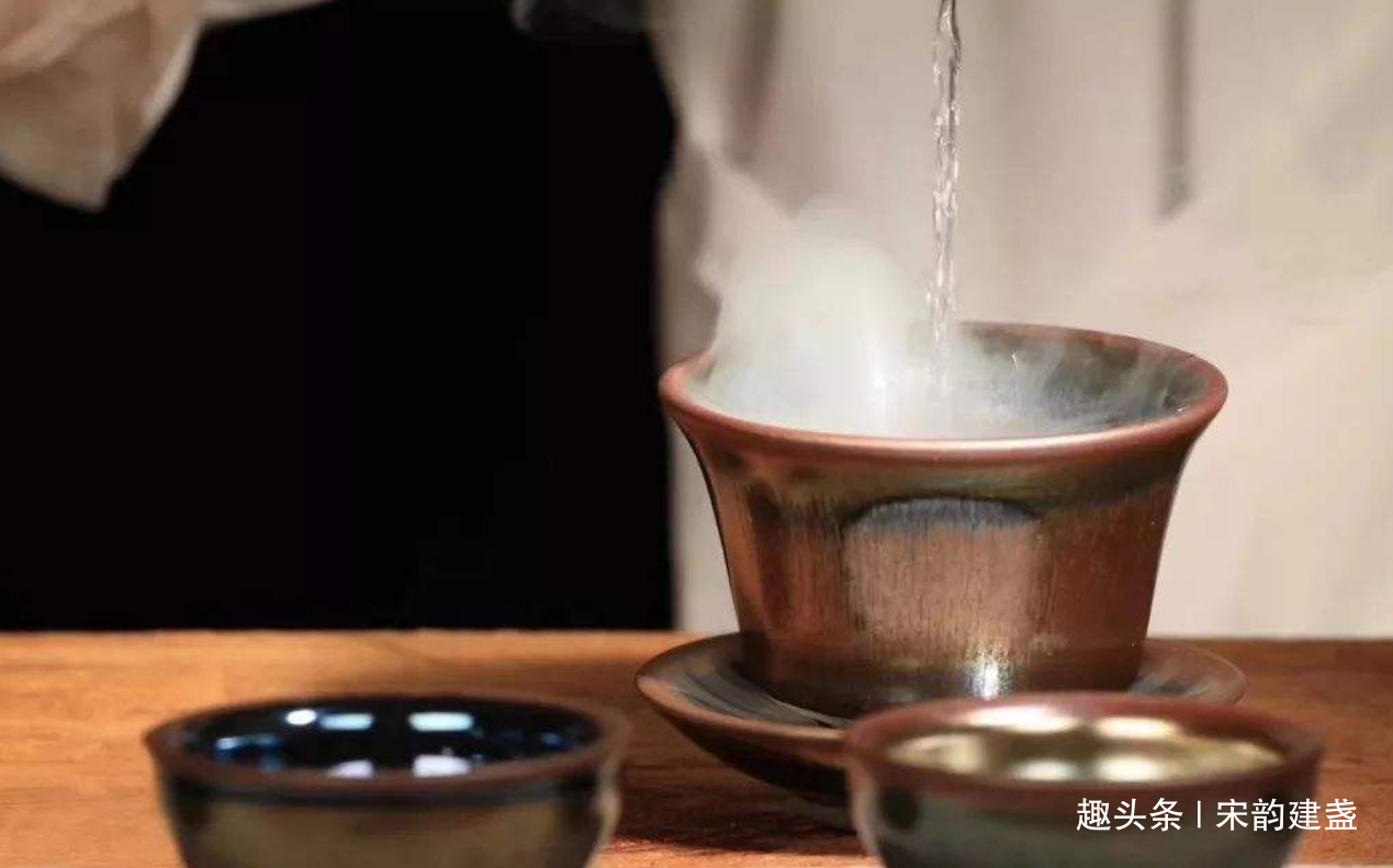 建盏茶器使用有何讲究?泡茶之前,递接之时,需要注意什么细节?