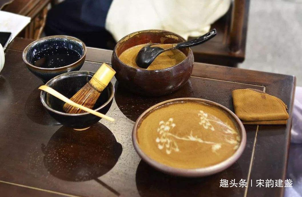 宋代建盏中茶百戏是什么?与咖啡拉花有哪些不同?图案有何差异?
