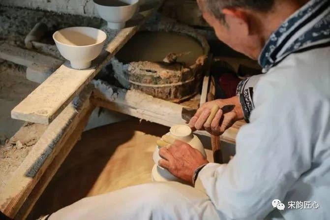 建盏与陶瓷有什么关系,到底是陶还是瓷?建盏烧制时有什么特点?