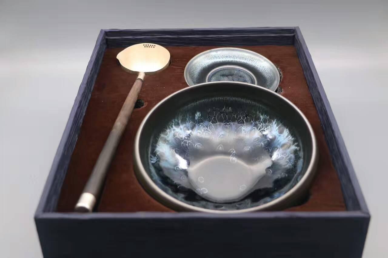 古语七分茶八分酒 敬你怕你烫着 好茶一碗一勺足矣