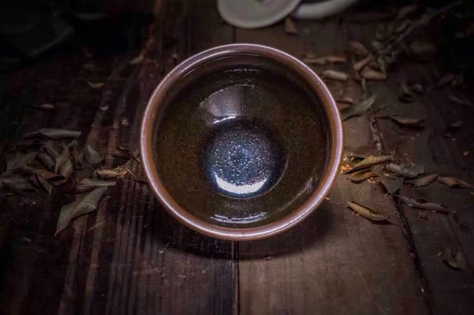 喝茶 喝出意境 手边必有一款建盏