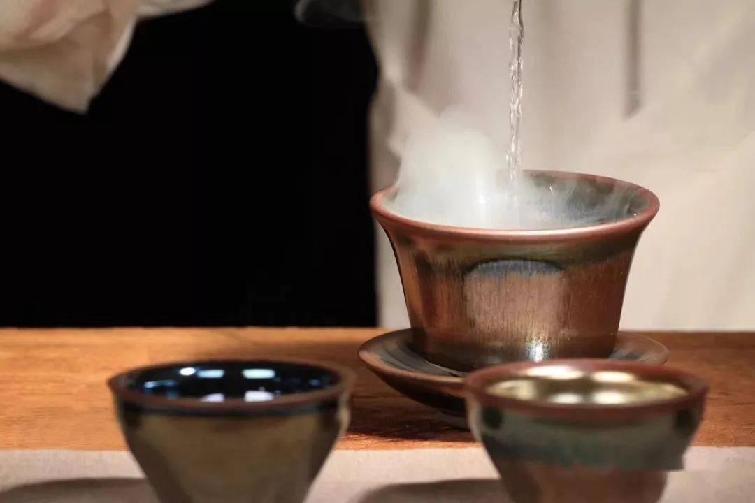 品茶,养盏,可以不求其中深意,但求一分耐心与平常心!