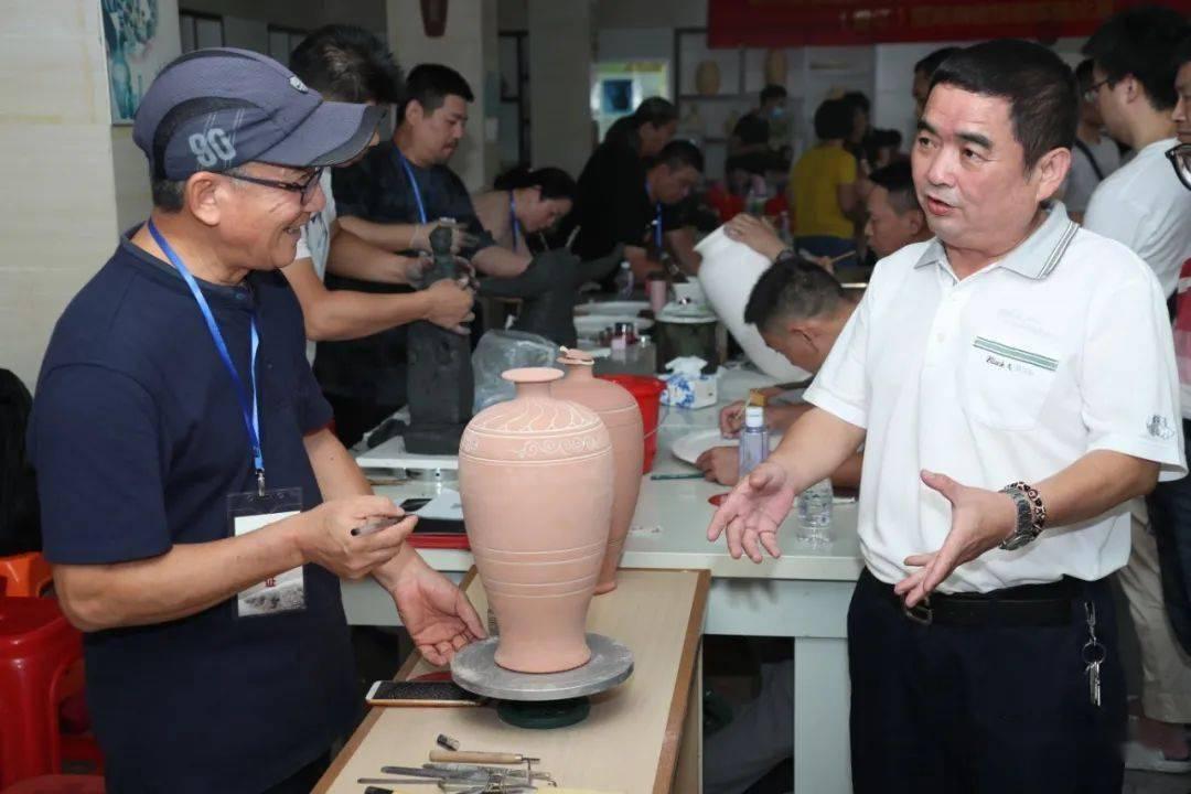 第三届福建省陶瓷艺术名人、艺术大师推荐学习活动(晋江)现场陶瓷技能实操比赛在晋江磁灶举行
