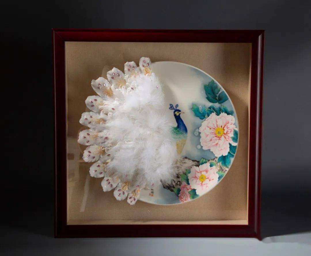 张丽娇:融多元装饰元素,开创独树一帜的瓷绘作品风格