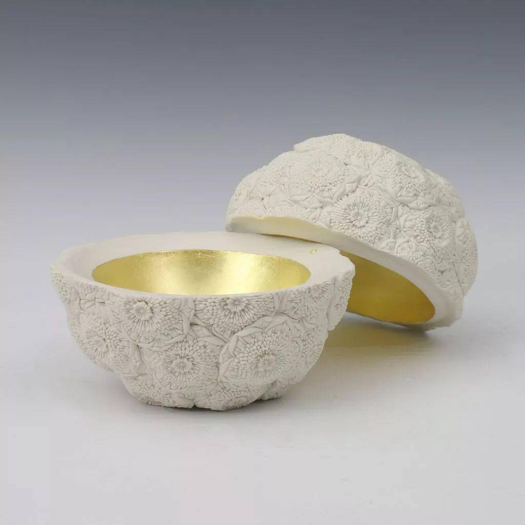 细腻的陶瓷雕花艺术