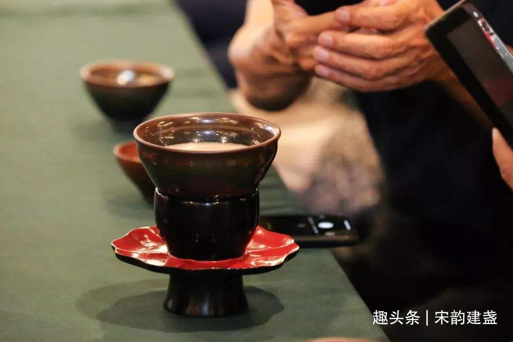建盏品茗优势是什么?吃茶、喝茶、饮茶与品茶,到底有哪些不同?