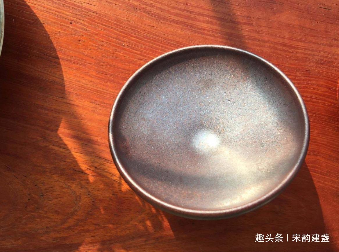 建窑建盏,怎样让人乐在其中?如何品鉴建盏的品茶、养盏之趣味?