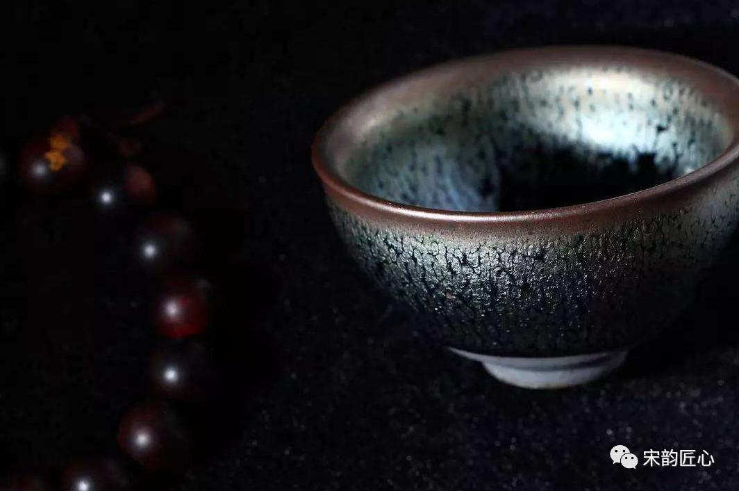 建盏喝茶的好处,为何这么多人用建盏喝茶?建盏的价格多少钱?