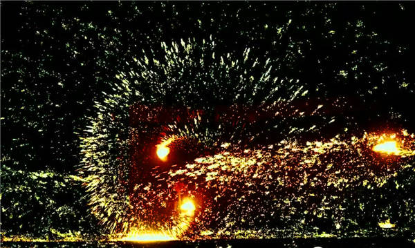打铁花被评为民间焰火之最 绝技传承300年面临失传