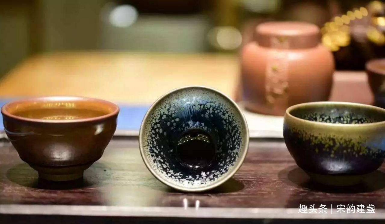 建盏品茶真正的好处,建盏的故事和个性,总能给人以无限的乐趣