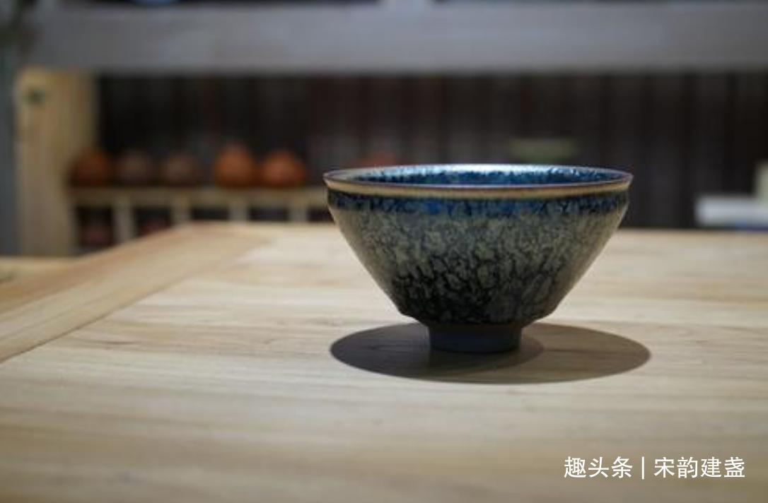 日本的传世建盏为何多镶嵌釦边?为了美观华丽,还是其他作用?