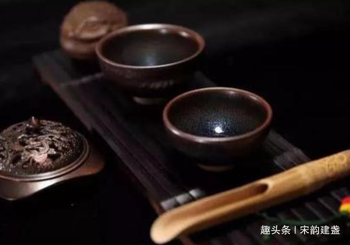 建盏不适合喝哪些茶?宋人用哪一种茶来斗茶?回归当代后又如何?