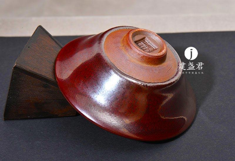 建盏烧制一般采用浸釉法
