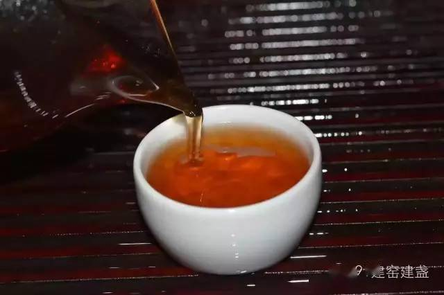 酒是火做的水,茶是土做的水!
