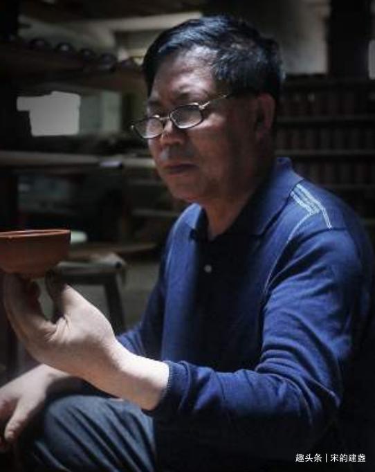 建盏大师蔡炳盛:孜孜不怠,手工拉胚三十年,只为烧制优秀的建盏