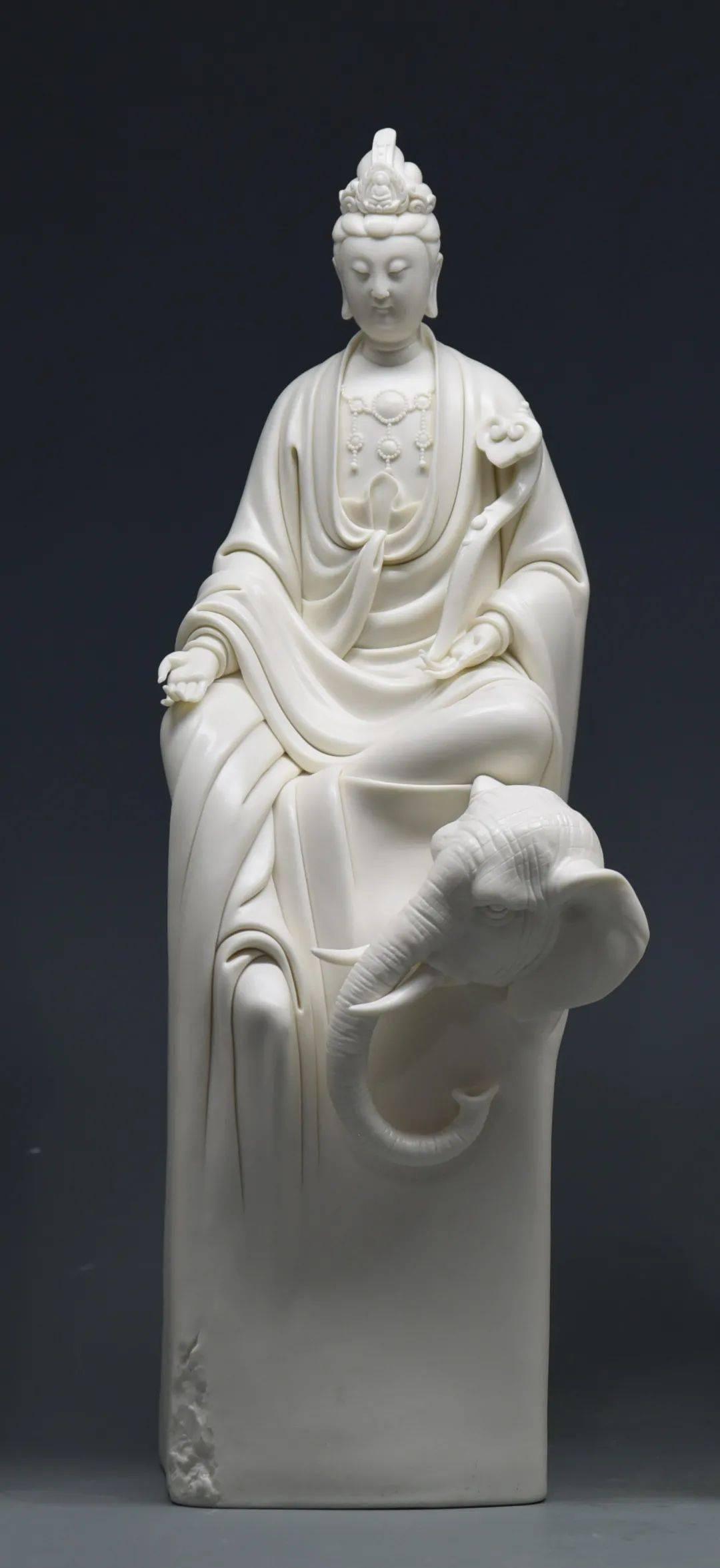 素洗尘心念在慈——黄明玉白瓷造型的美学意涵