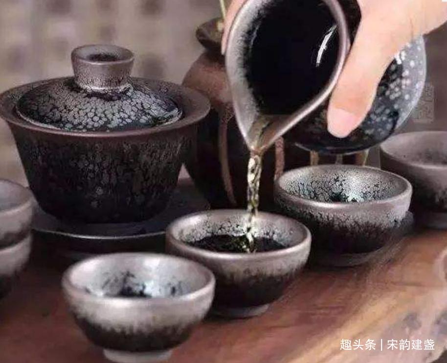 建盏品茗到底有哪些好处?喝茶赏盏是一种怎样的生活方式?