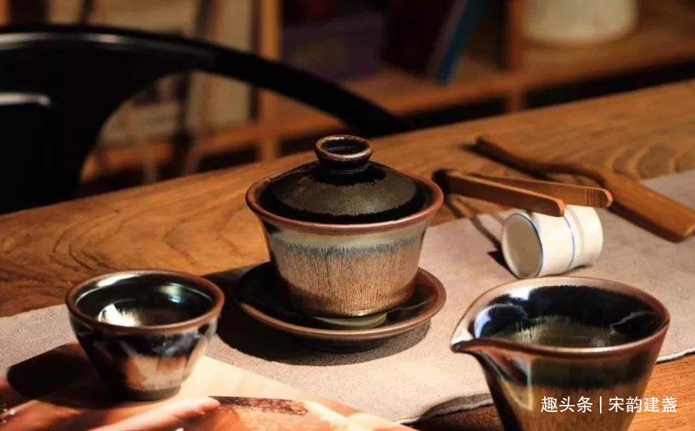 建盏为什么让人痴迷?除了喝茶之外,还有什么好处?