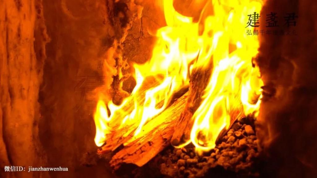 幕后直击   如何用柴烧烧出彩色建盏?