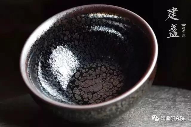 建盏的烧制是人为?还是天定?作为斗茶神器,在现代用来喝茶很荒唐?
