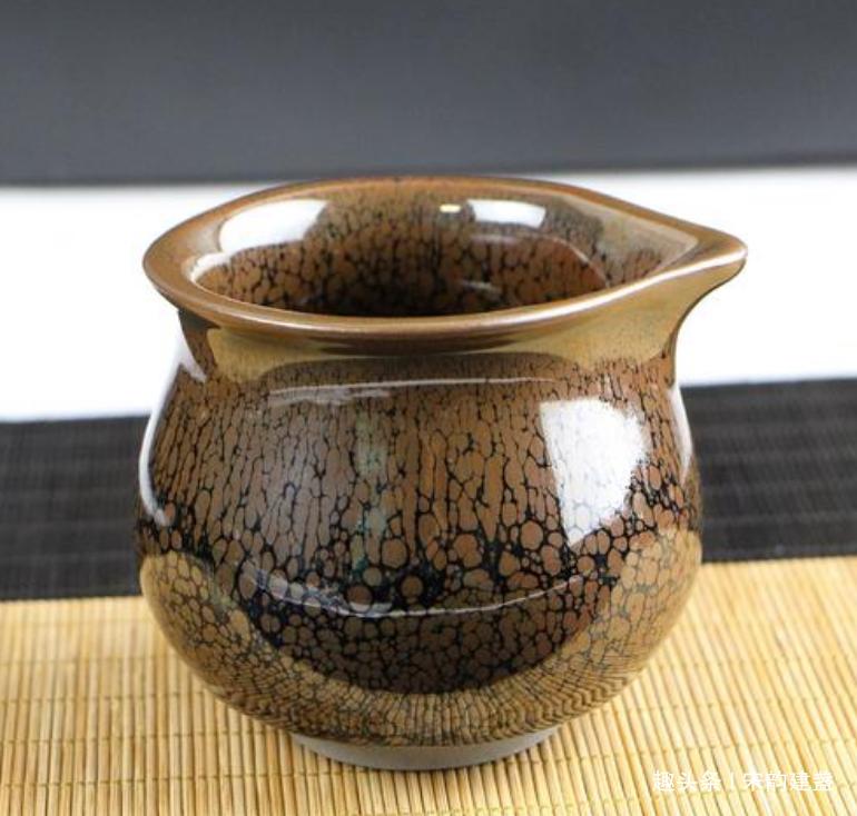 建盏茶具中的盖碗、公道杯都是什么?用的时候都有什么讲究?